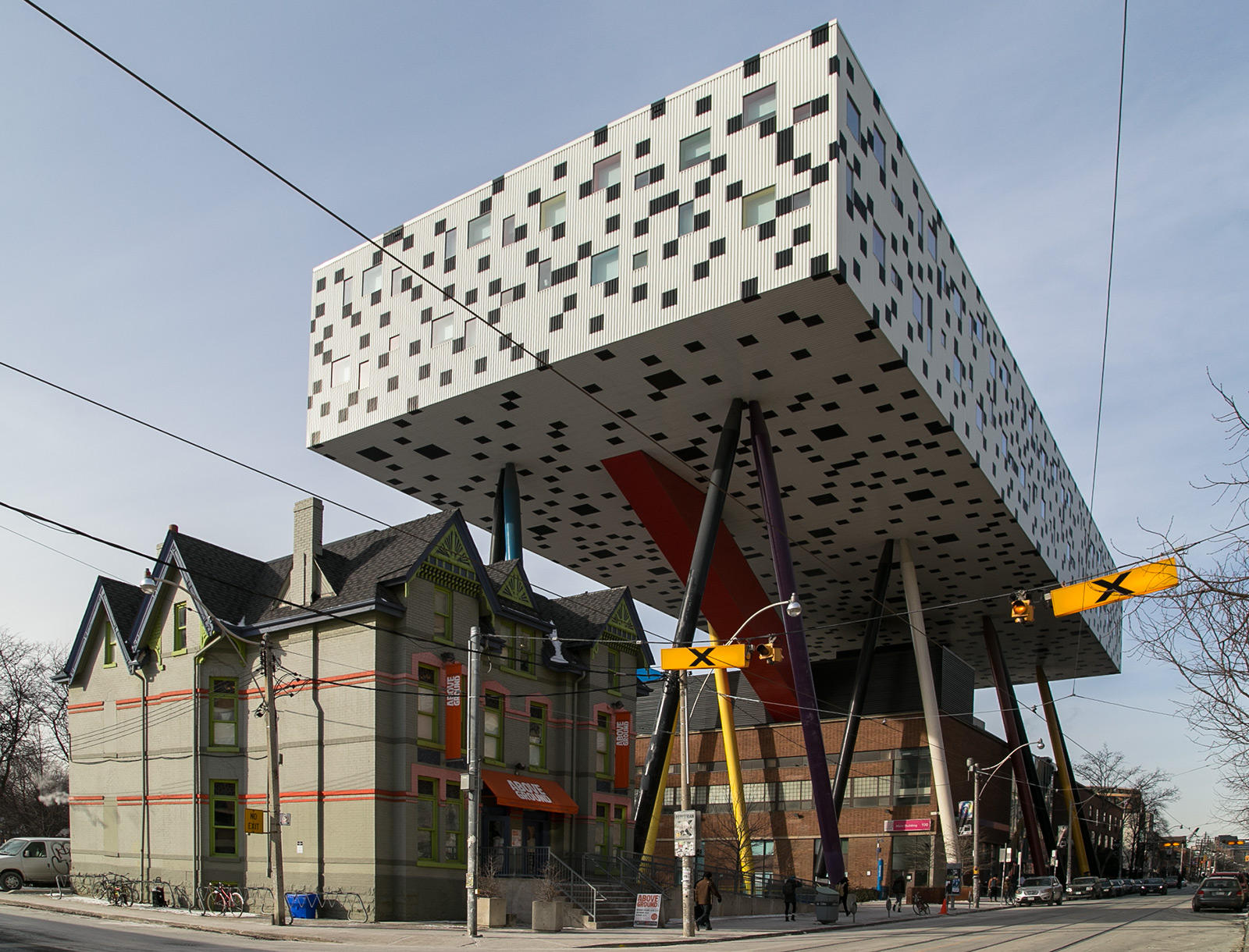 20140122. OCAD University's Sharp Centre for Design (Toronto) is a box on legs, 26m above ground (Alsop Architects, 2004).