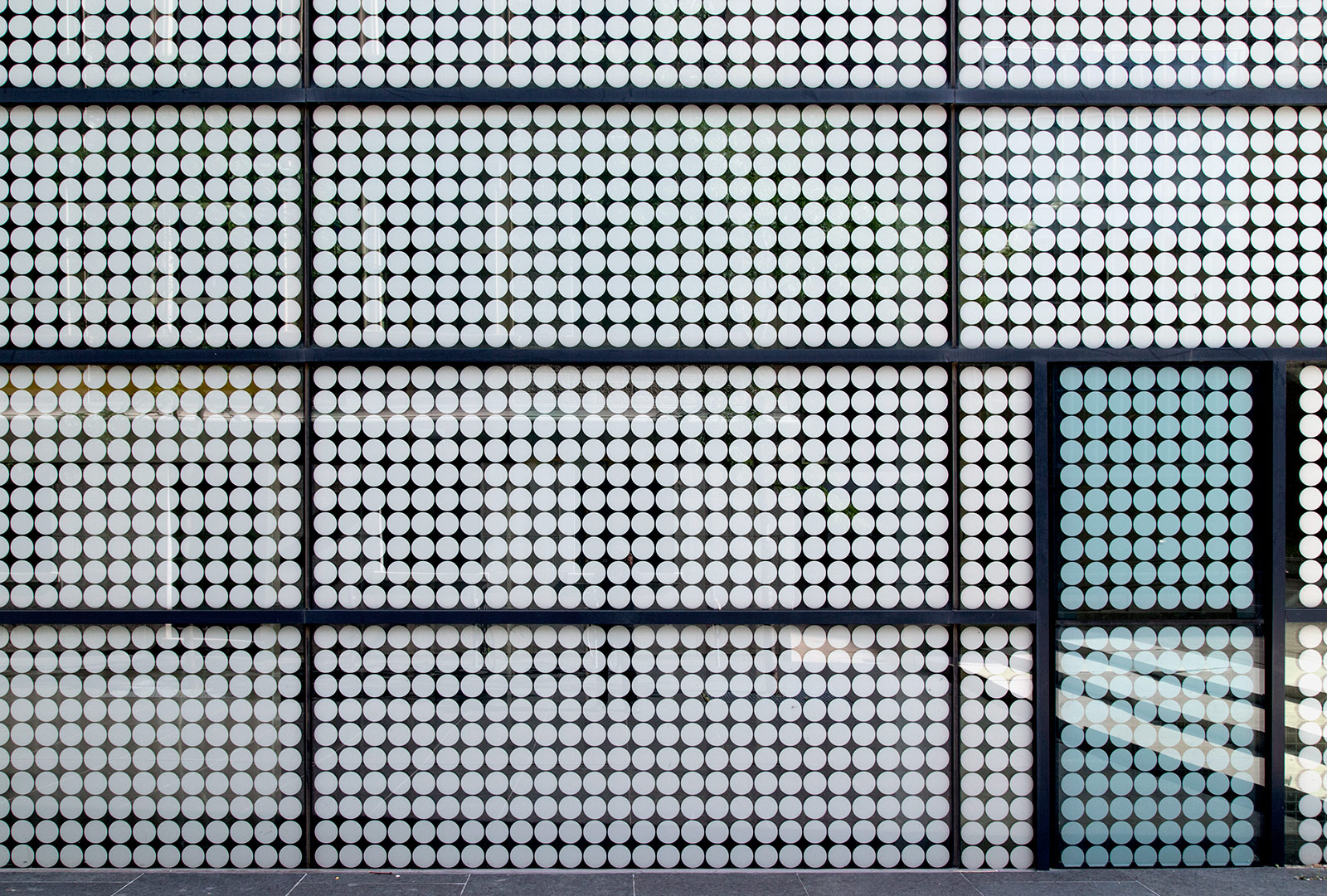 20140817. White circles in glass rectangles. Minimal Aesthetic 3