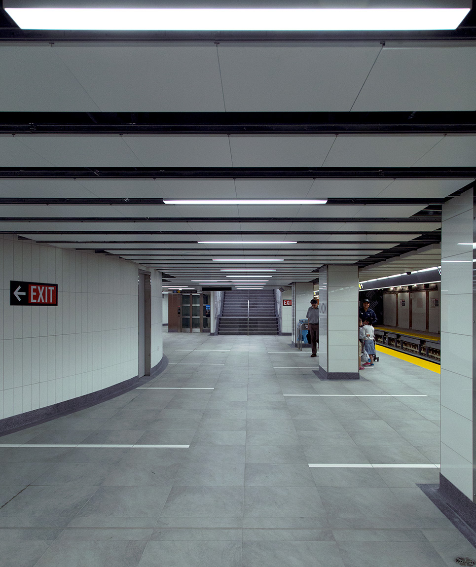 20140819. Sections of the TTC's new Union Station platform (Toro