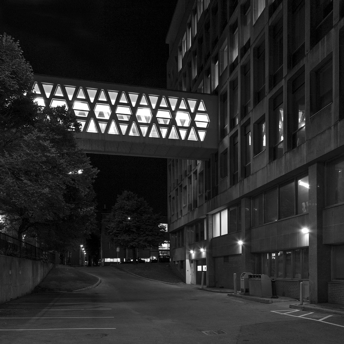 20140930. A retro pedestrian overpass brightens the night. Unive