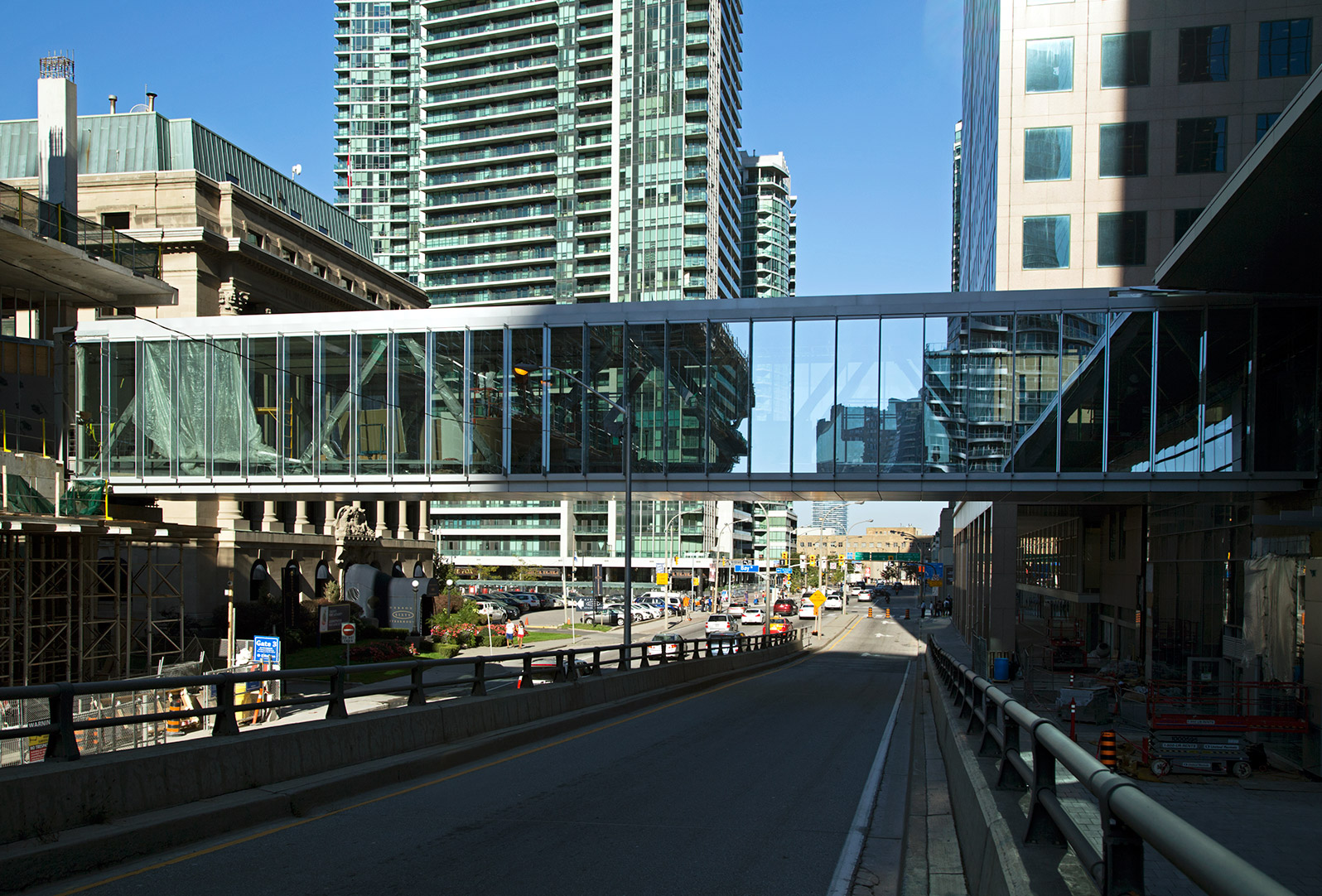 20141017. Toronto's first pedestrian overpass over an off-ramp c