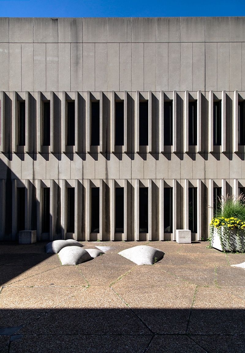 20141020. Brutalism, flowers and concrete islands at University