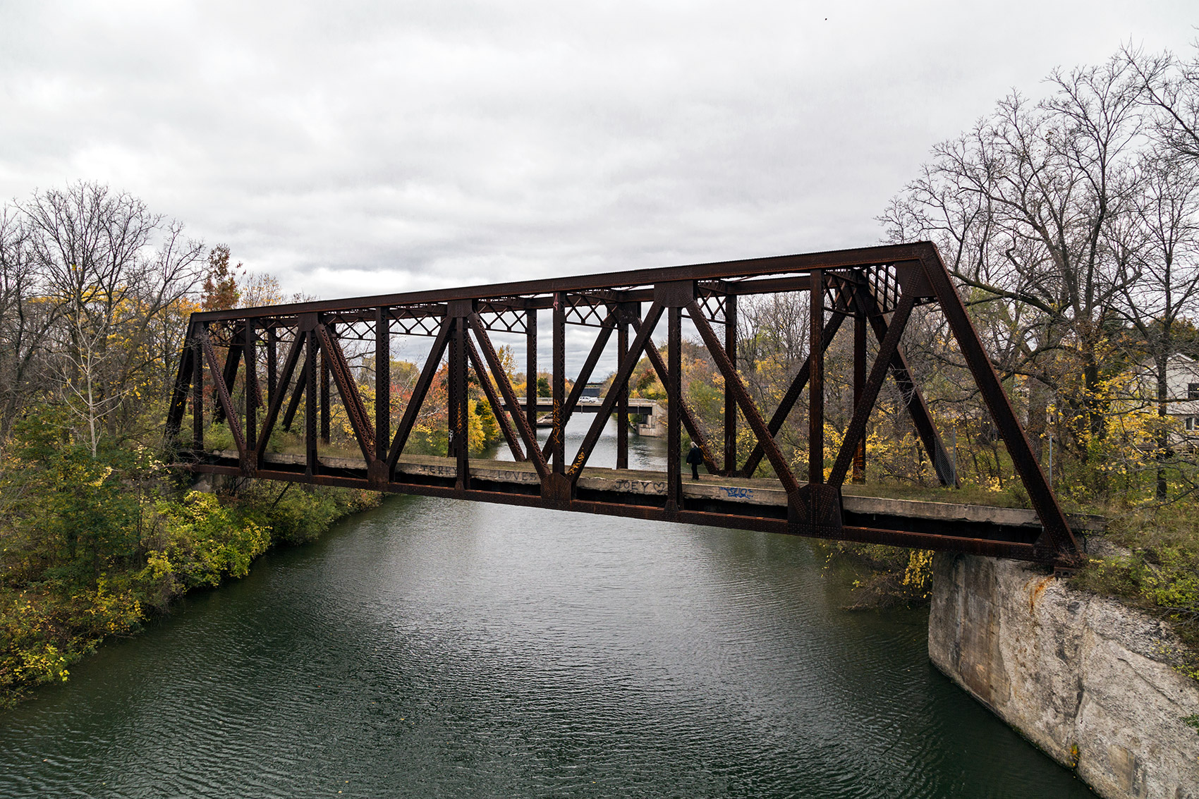 20141028. A beautiful old railway bridge traverses the Erie Cana