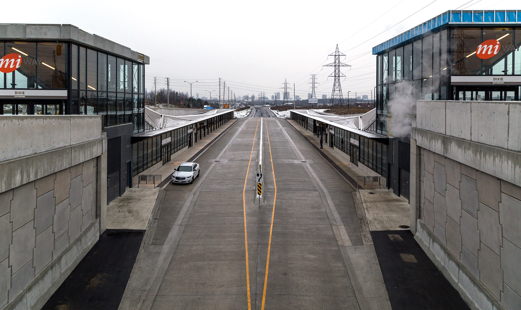 20141117. Mississauga's Transitway (bus rapid transit system) an