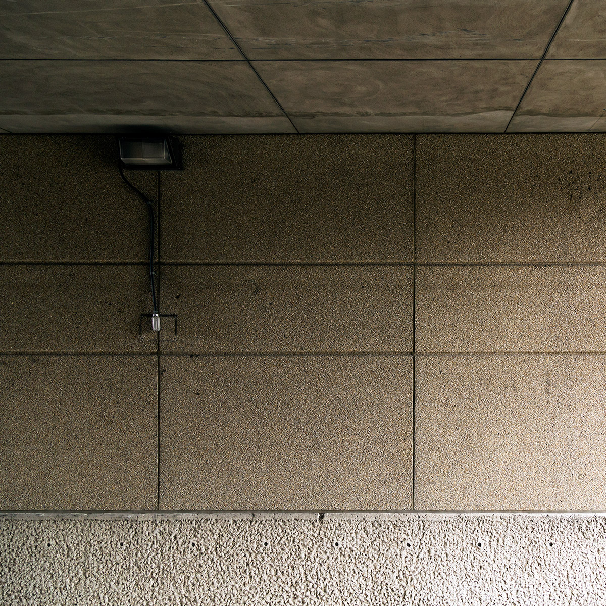 20150424. The lamp at a confluence of concrete. Minimal Aestheti