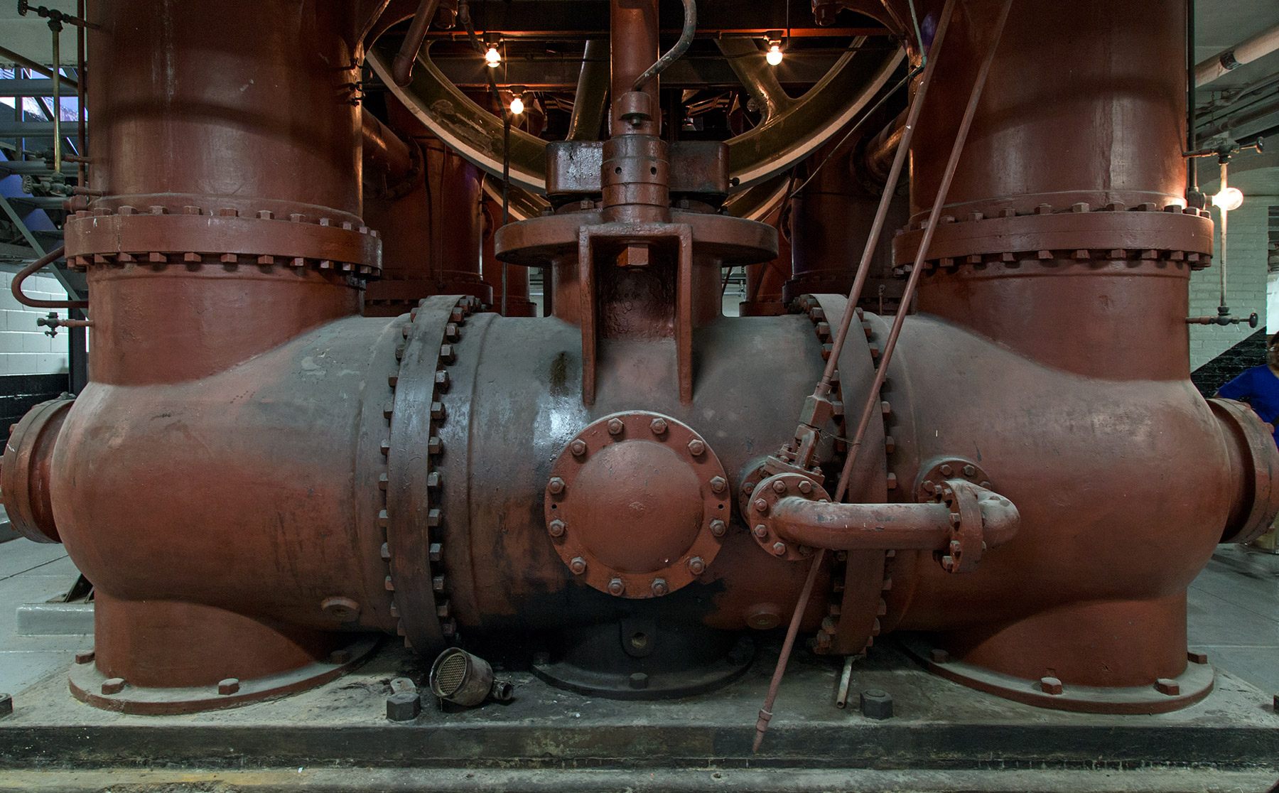 20150518. Gawk at the 1909 steam engine that once powered the Hi