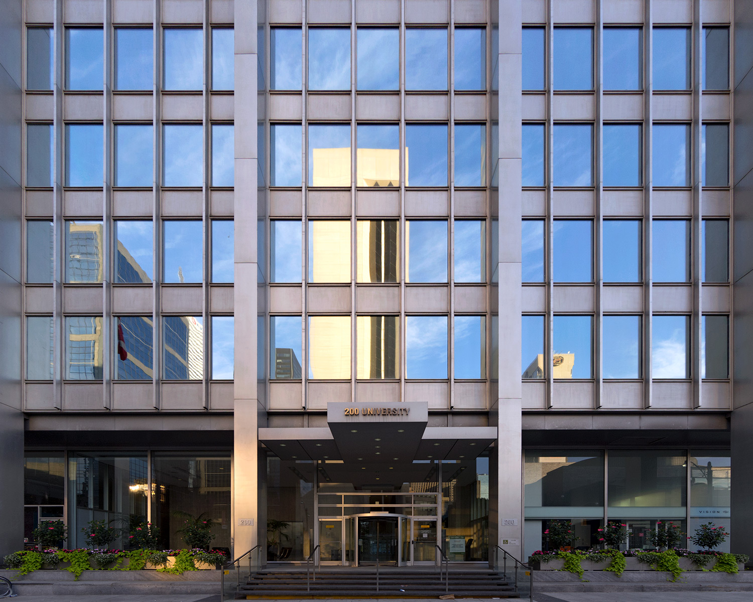 20151114. The anodized aluminum and mirrored modernism of Toront
