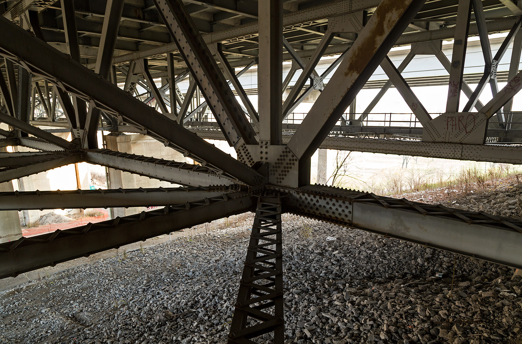 "20151206. An ""under deck polygonal warren through truss with alt"