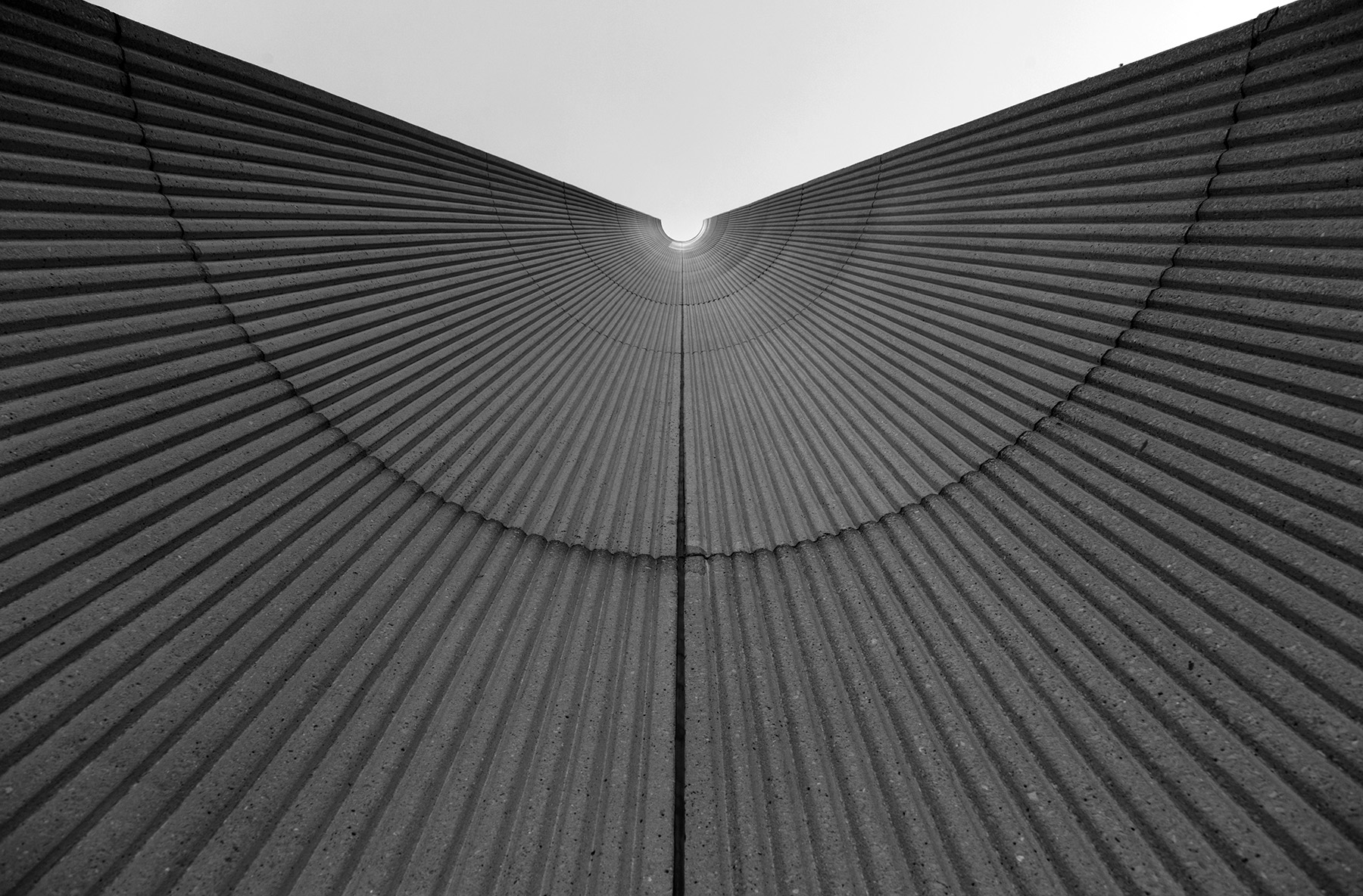 20151217. A concrete striated trough to the sky. Minimal Aesthet