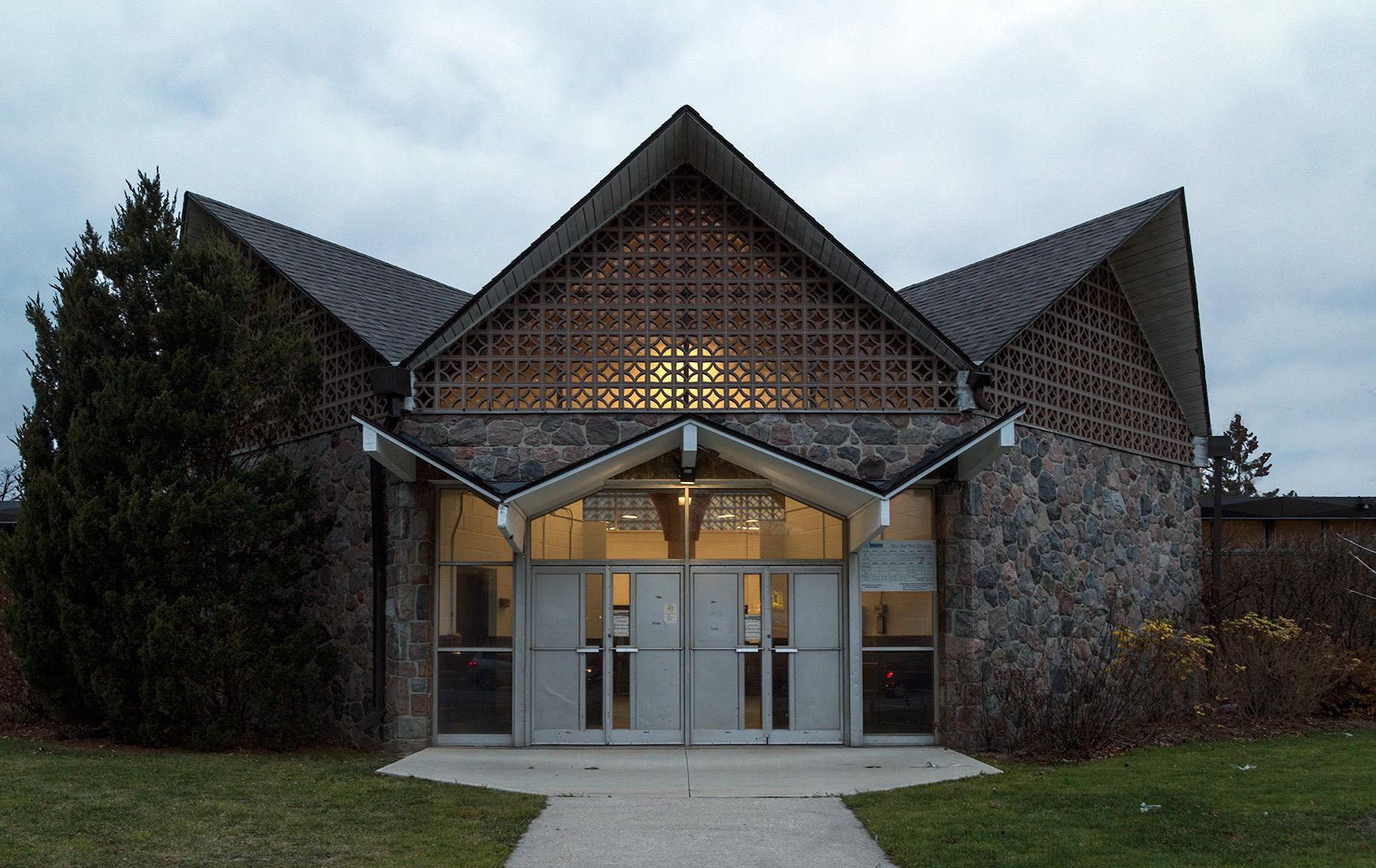 20160115. Archetypal octagonal zig zag modernist architecture in