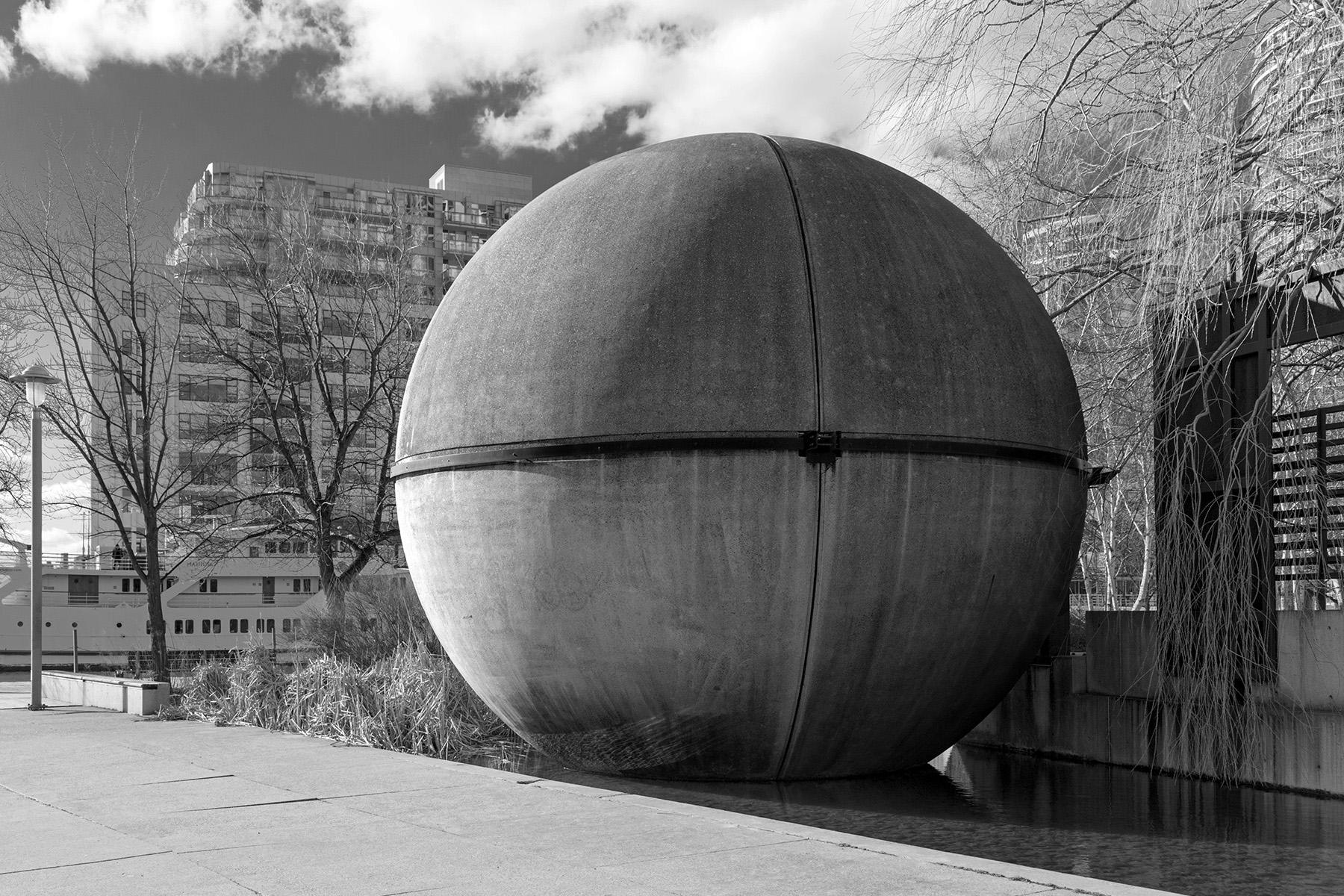 A precast concrete