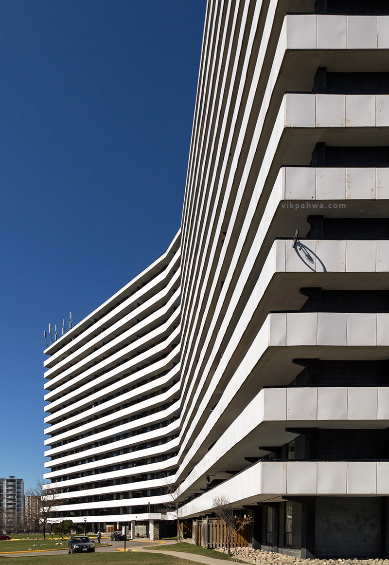 20160423. A long view on an unmistakably modern Toronto apartmen