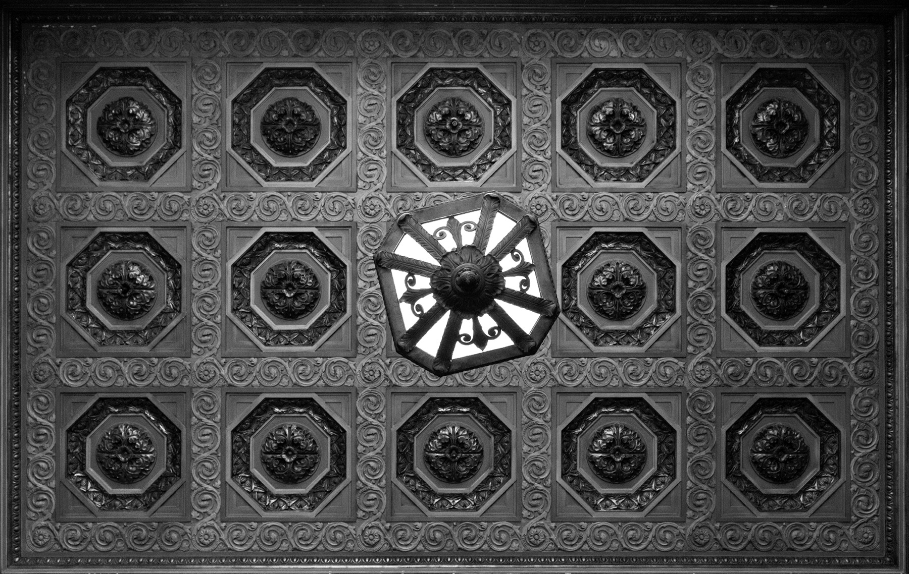 20160628. Commerce Court North Vestibule Ceiling.