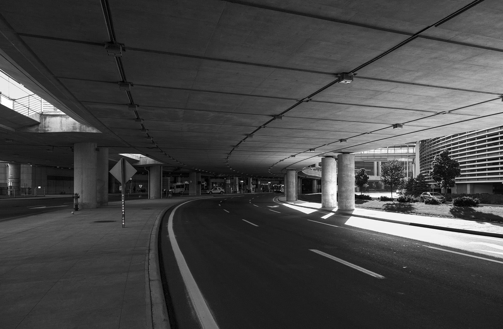 20161013. The broad, curving roadway at ground level leaving Tor