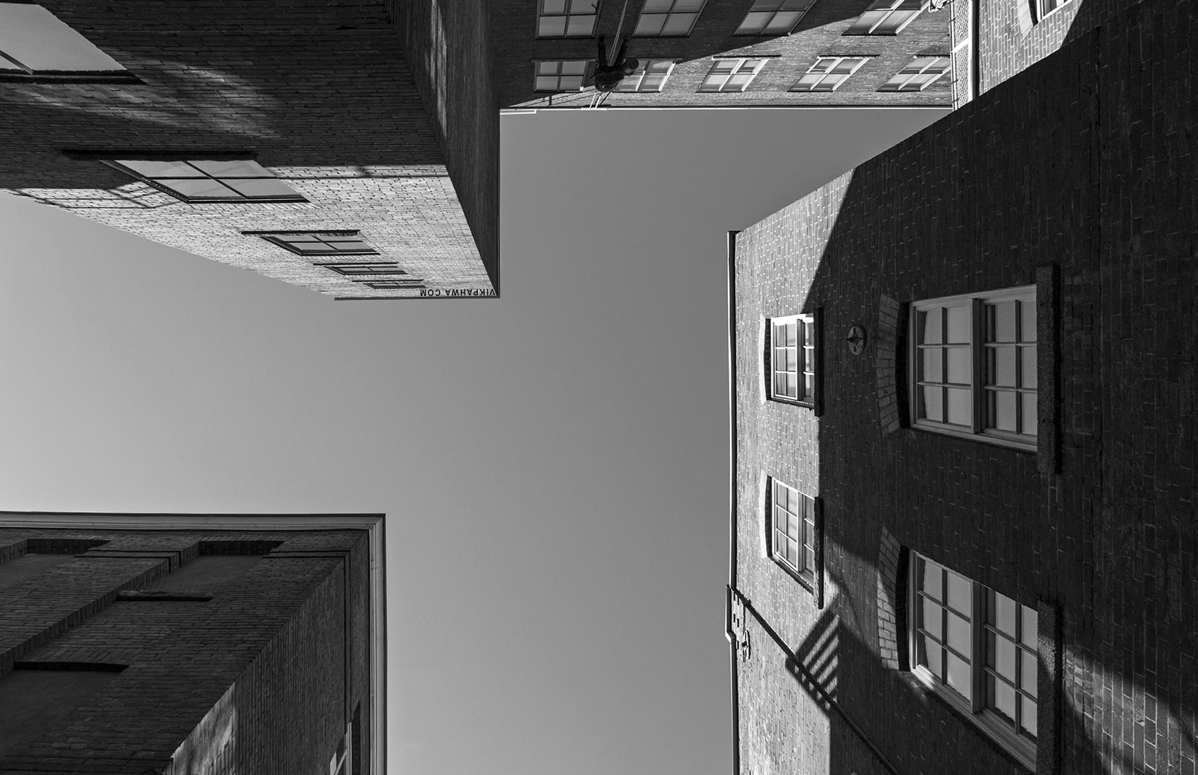 20161019. Looking up at the wonderful massing at Toronto's Berke
